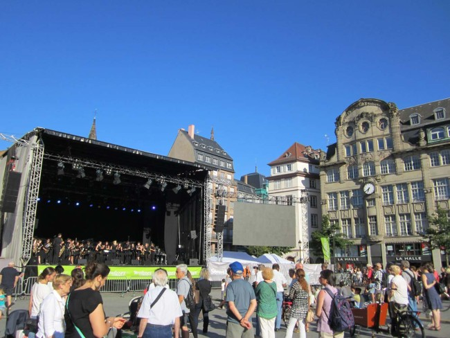 Place Kléber, Strasbourg - Warming up for the world premiere of 'First Light at Uluru'.